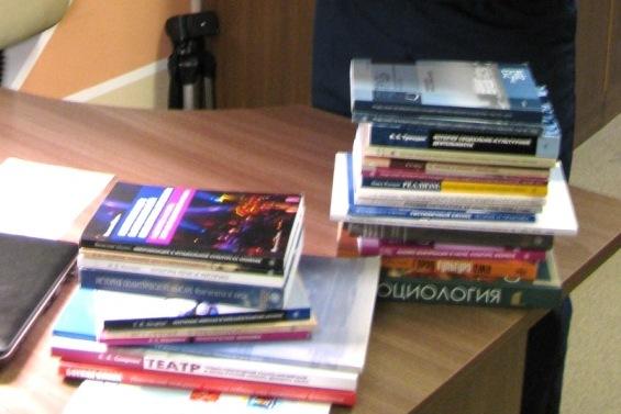 В апатитский изолятор пришла посылка с книгами из Санкт-Петербурга