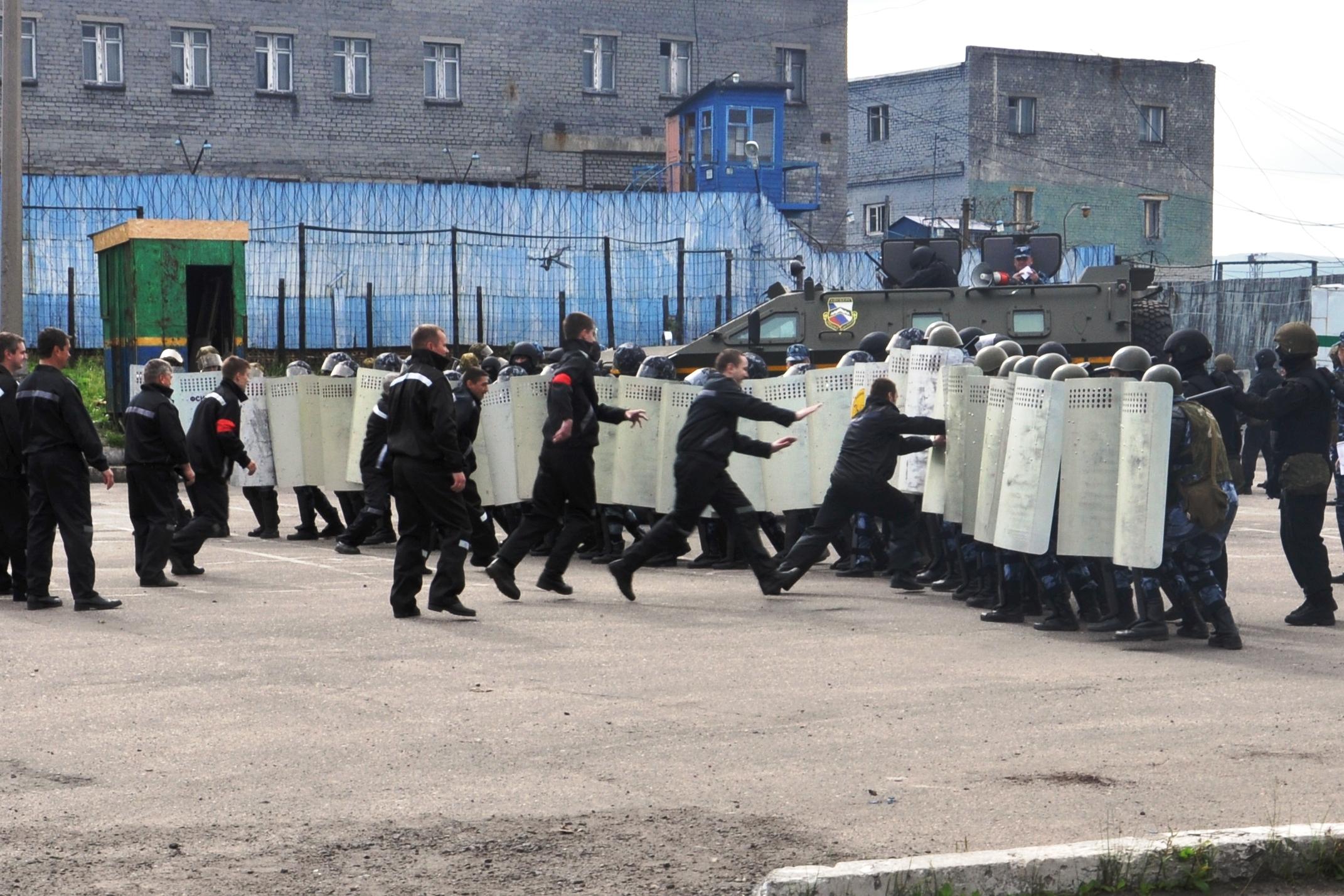 В Мурманской области имитировали массовый побег заключенных