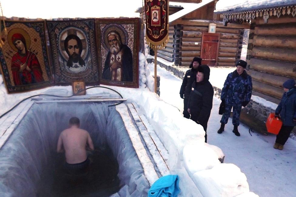 В колониях Мурманской области прошли крещенские купания православных верующих осужденных
