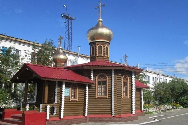 На храме мурмашинской колонии засияли обновлённые купола
