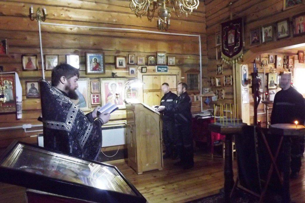 В храме ревдинской колонии прошла служба Божественной литургии